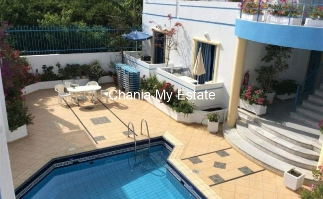 Hotel pool & yard area